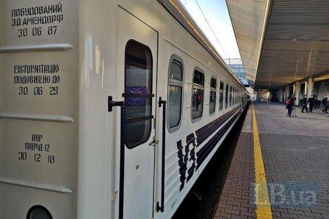 """""""Укрзалізниця"""" відновила рух 439 приміських поїздів. Які області дозволили перевезення"""