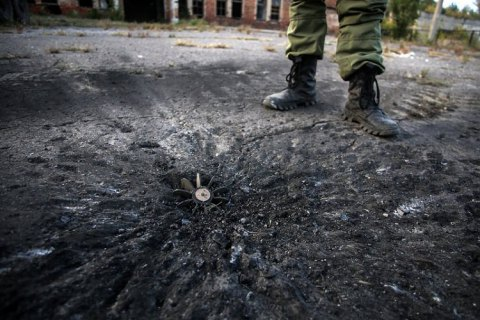 Бойовики на Донбасі намагаються викликати пожежу і обстрілюють траву трасуючими кулями, - штаб ООС