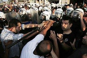 В Турции уже неделю продолжаются стычки демонстрантов с полицией