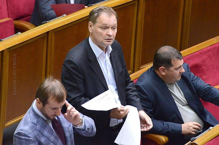 Александр Пономарев ( в центре)