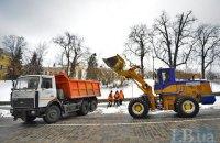 У Києві невідомі обстріляли снігоприбиральну машину