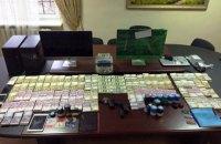 Cуд арестовал 1,4 млн гривен и $109 тыс. по делу о конвертцентре в Киеве
