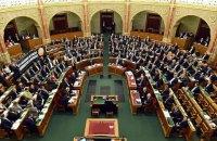 """Венгрия приняла резолюцию о защите Польши от """"давления"""" Брюсселя"""