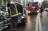 У Києві на Грушевського в потрійній ДТП постраждали три людини
