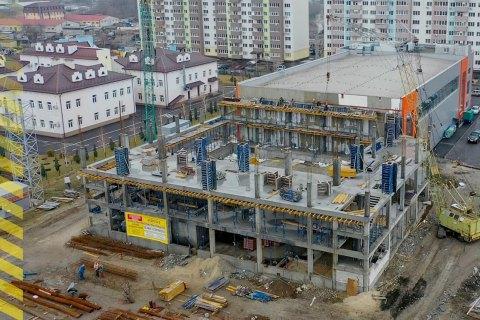 """В поселке на Днепропетровщине по программе """"Большая стройка"""" возводят трехэтажный бассейн"""
