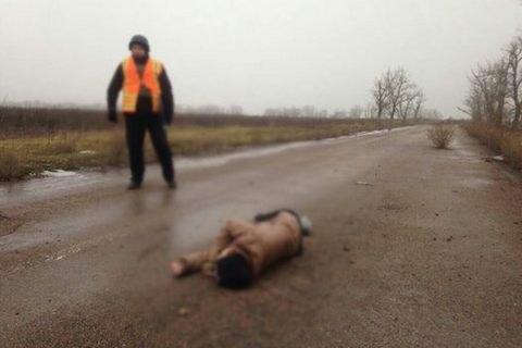 У Донецькій області на дорозі знайшли тіло дівчини з осколковим пораненням