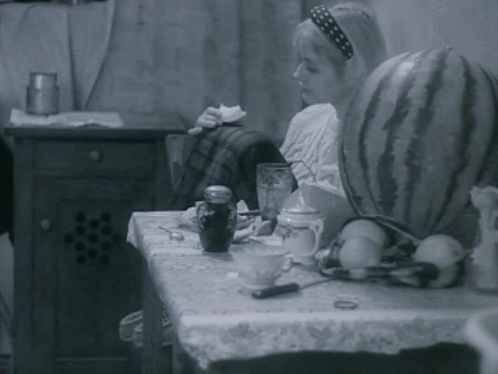 """Кадр из фильма """"Дом на слом"""""""