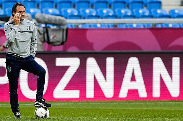 Тренер збірної Італії Чезаре Пранделлі під час тренування гравців збірної