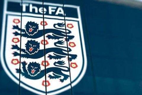 У всі футбольні збірні Англії обов'язково включать тренерів-представників етнічних меншин