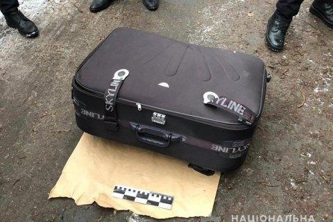 У Дніпрі в сміттєвому баку знайшли валізу з тілом дівчини