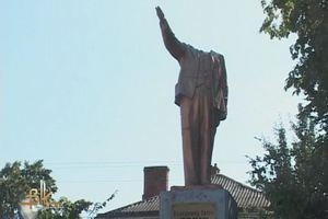 Памятники Ленина начали крушить все ближе к Востоку Украины
