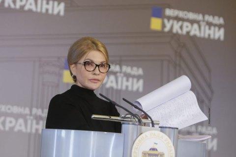Тимошенко закликала людей не продавати паї, а здавати їх в оренду