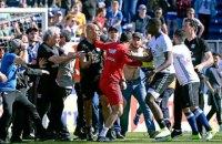 Матч французской Лиги 1 прервали из-за нападения фанатов на игроков