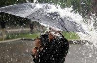 У перший день літа частину України накриють дощі та штормовий вітер