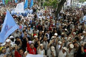 В Индонезии два миллиона человек вышли на общенациональную забастовку