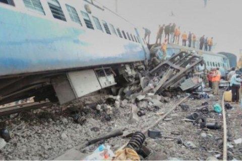 При сходженні поїзда з рейок в Індії загинули 36 людей