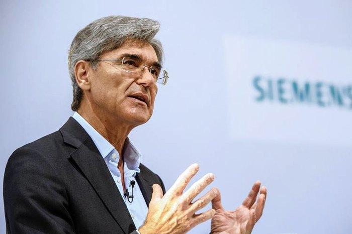 Директора концерна Siemens Джо Кэзер