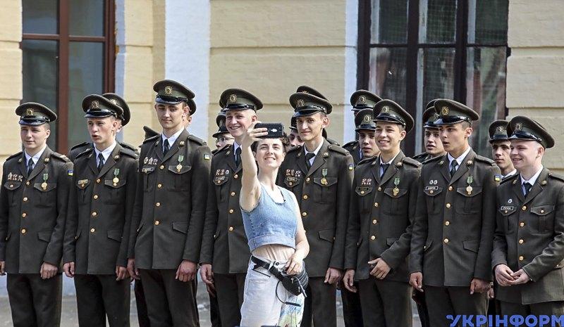 Вихованці Київського військового ліцею імені І. Богуна під час свята останнього дзвоника, Київ, 31 травня 2019 року.