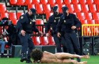 """У матчі Ліги Європи """"Гранада"""" - """"Манчестер Юнайтед"""" голий чоловік вибіг на поле"""