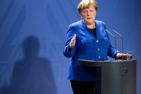 Меркель закликала німців не виходити з дому через погіршення ситуації з ковідом