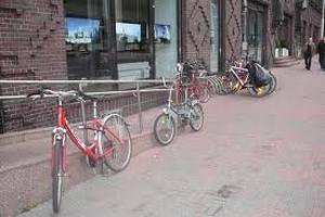 В Таллине врачи скорой помощи патрулируют на велосипедах
