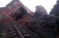 Взорванный мост на мариупольском направлении частично отстроили