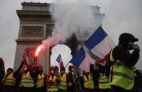 Французские власти решили отложить повышение цен на топливо из-за протестов