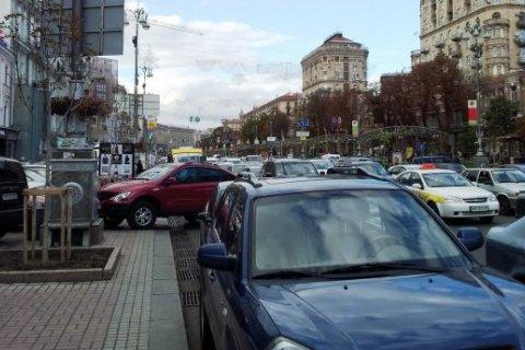 Порошенко підписав закон про право поліції евакуювати авто, які заважають проїзду