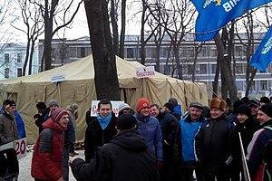 Антимайданівці повертаються в Маріїнський парк
