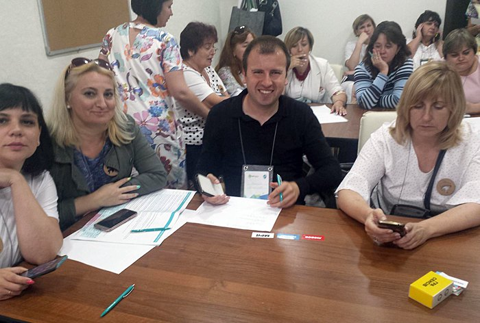 Василь Маліков (в центрі)