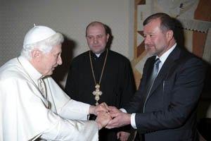 Балога поговорил с Папой Римским и удостоился ордена