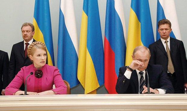 Премьер-министр Украины Юлия Тимошенко и премьер-министр России Владимир Путин после подписания соглашения между российской компанией Газпром и НАК