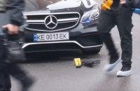 На Позняках обстреляли автомобиль