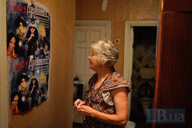 Анна Александровна сохранила плакат с шоу двойников, которое видела на отдыхе