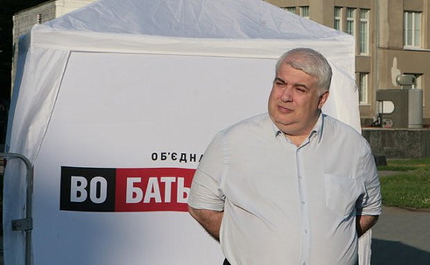 Владимир Кирш баллотируется по одному округу с Бережной