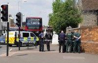 Британская полиция перекрыла дорогу из-за мужчины, потерявшего сознание