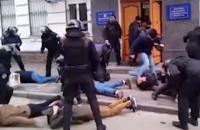ДБР порушило справу про перевищення повноважень поліцією біля Подільського райвідділу (оновлено)