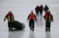 Шестерых рыбаков, оказавшихся на льдине, спасли в Днепре
