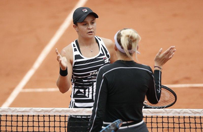 Ешлі Барті (ліворуч) і Аманда Анісімова