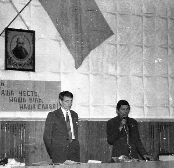 Виступ Іллі Шутова (ліворуч) у Єнакієвому