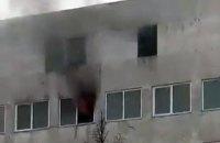 Спасатели достали человека из пожара на Шулявке (обновлено)