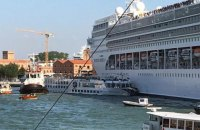 В Венеции круизный лайнер столкнулся с прогулочным теплоходом