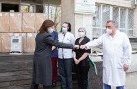 Марина Порошенко передала 18 кисневих концентраторів у лікарні Києва