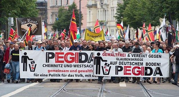 Участники демонстрации движения ПЕГИДА, Дрезден, Германия, 23 мая 2016 года