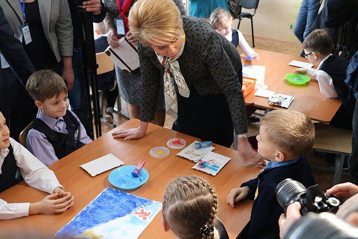 Міністр освіти і науки Лiлія Гриневич під час перевiрки реалiзацiї пiлотного проекту нової школи на базi НВО №25 у Кропивницькому.