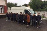У Львівській області затримали мікроавтобус із 20 нелегалами з В'єтнаму