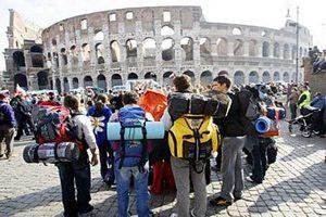 Власти Италии опровергли обрушение стены Колизея