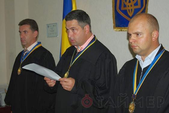 Евгений аблов - в центре