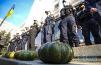 Протестующие принесли под Офис президента тыквы для Шкарлета