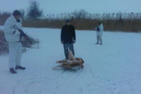 Украинец пытался вывезти тушу мяса в Россию на санках